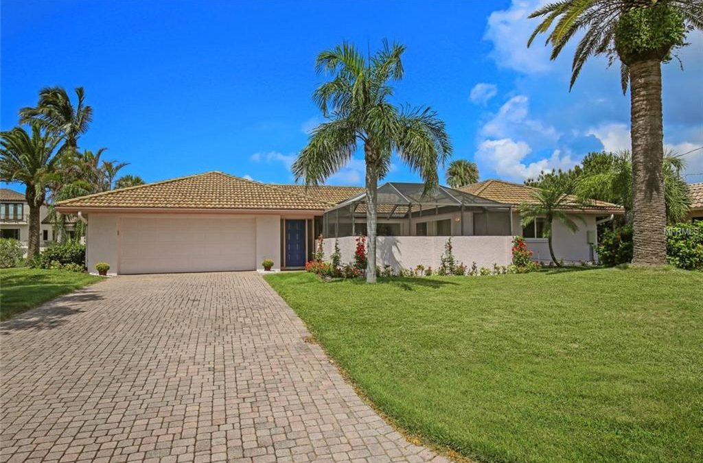Just Sold:  3 bedroom pool home in Country Club Shores